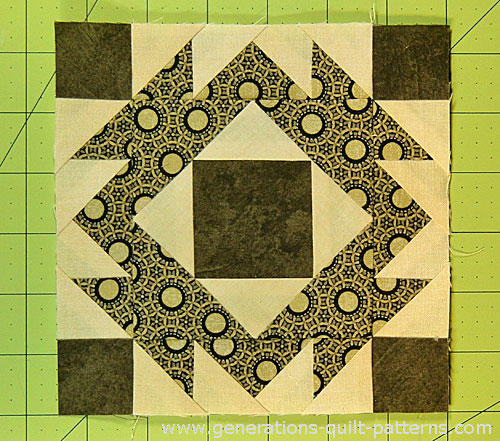 The finished Four Crowns quilt block