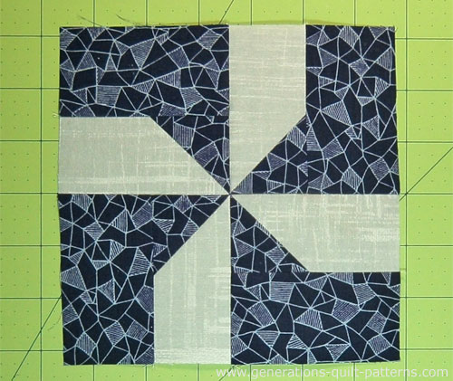 The finished Maypole Dance quilt block