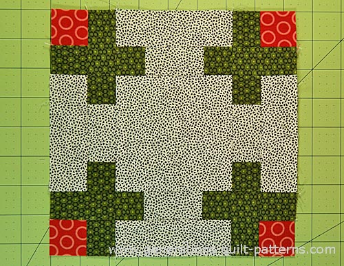 The finished Rosebud quilt block