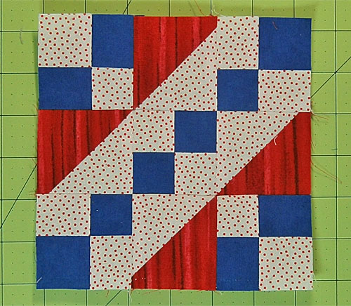 The finished Wagon Tracks quilt block.